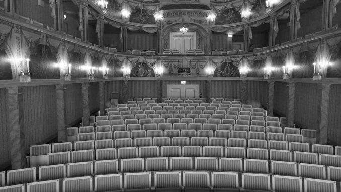 Hladová země zamířila do jednoho z pražských divadel