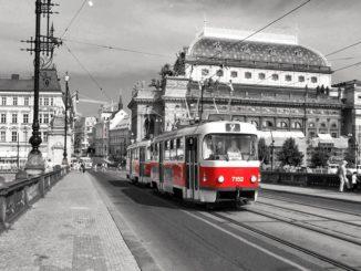 Jízdenky už zakoupíte v každé pražské tramvaji bezkontaktně