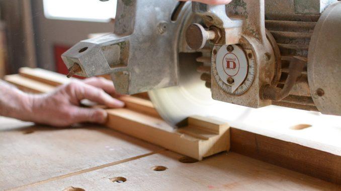 Bezpečnostní požadavky pro práci s dřevoobráběcími stroji