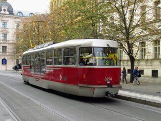 Praha plná zelených tramvajových pásů